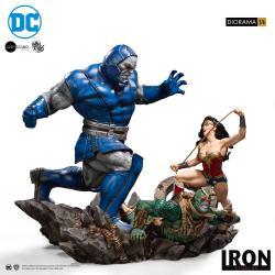 DC Comics Diorama 1/6 Wonder Woman Vs Darkseid by Ivan Reis 54 cm - Imagen 1
