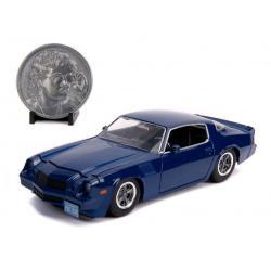 Stranger Things Vehículo 1/24 Billy's 1979 Chevy Camaro Z28 con Moneda - Imagen 1